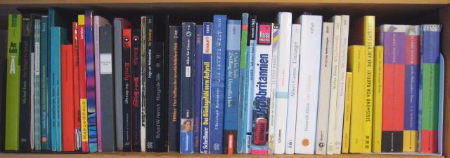 Spektralisiertes Bücherbord