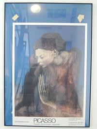 Bild vor blauem Passepartout, runtergerutscht, Kleber hinterlassen habend